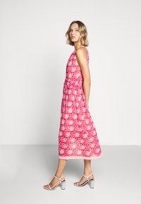Three Floor - MOSAIC DRESS - Day dress - tomato red/chintz rose - 6