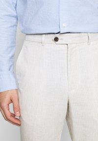 Jack & Jones - LINEN MIXED FIBER SUIT PANTS - Suit trousers - string - 4