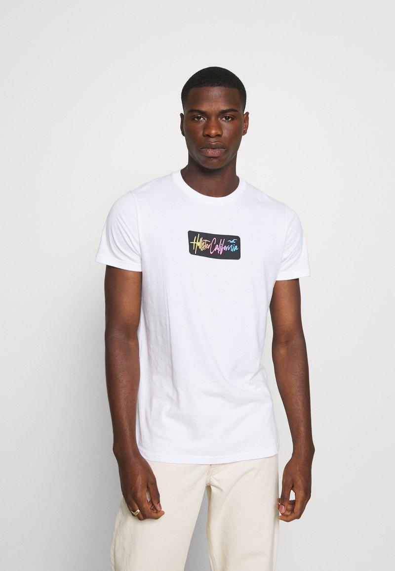 Hollister Co. - SUMMER FADE  - T-shirt med print - white