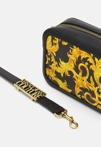 Versace Jeans Couture - LULA CAMERA BAG - Torba na ramię - black - 4