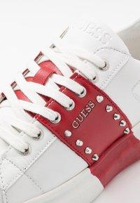 Guess - KEAN - Sneaker low - white/red - 6