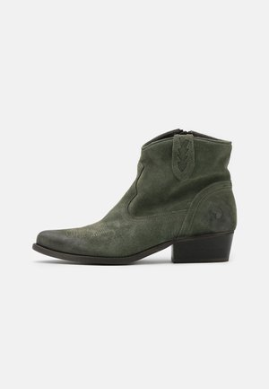 WEST  - Ankle boots - marvin birch