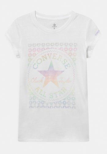 CHUCK PATCH - Camiseta estampada - white