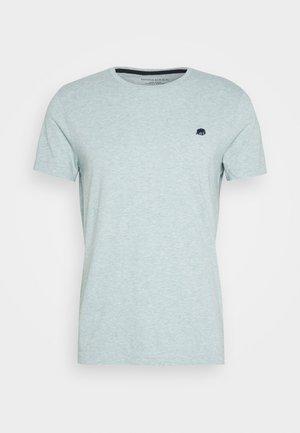 LOGO TEE - Print T-shirt - soft sage
