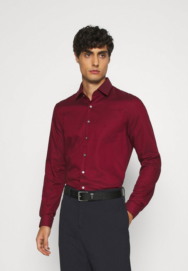 STRUCTURE EASY CARE SLIM SHIRT - Vapaa-ajan kauluspaita - red