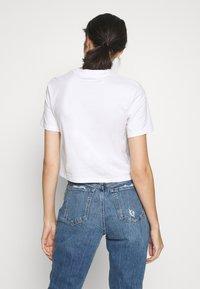 Calvin Klein Jeans - MONOGRAM MODERN STRAIGHT CROP - Print T-shirt - bright white - 2