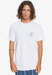Quiksilver - FUTURE WAVES - Print T-shirt - white - 0