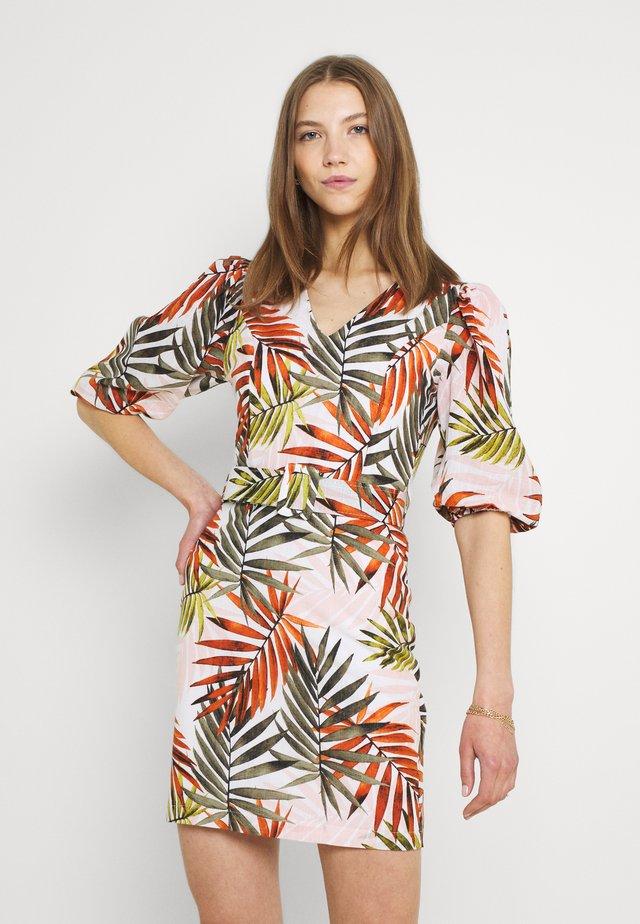 Sukienka etui - multicolor