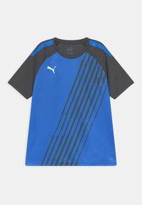 Puma - TEAM LIGA GRAPHIC JR UNISEX - Print T-shirt - bluemazing/asphalt - 0