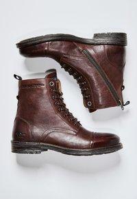 Pepe Jeans - Šněrovací kotníkové boty - marrón oscuro - 1