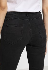 New Look Petite - LIFT AND SHAPER - Jeans Skinny Fit - black - 4