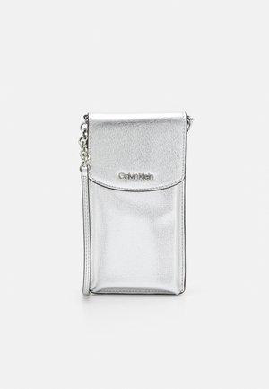 PHONE POUCH XBODY SAFFIANO - Across body bag - silver-coloured
