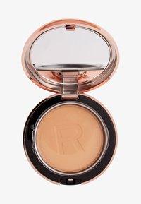 Makeup Revolution - CONCEAL & DEFINE POWDER FOUNDATION - Foundation - p11.2 - 0
