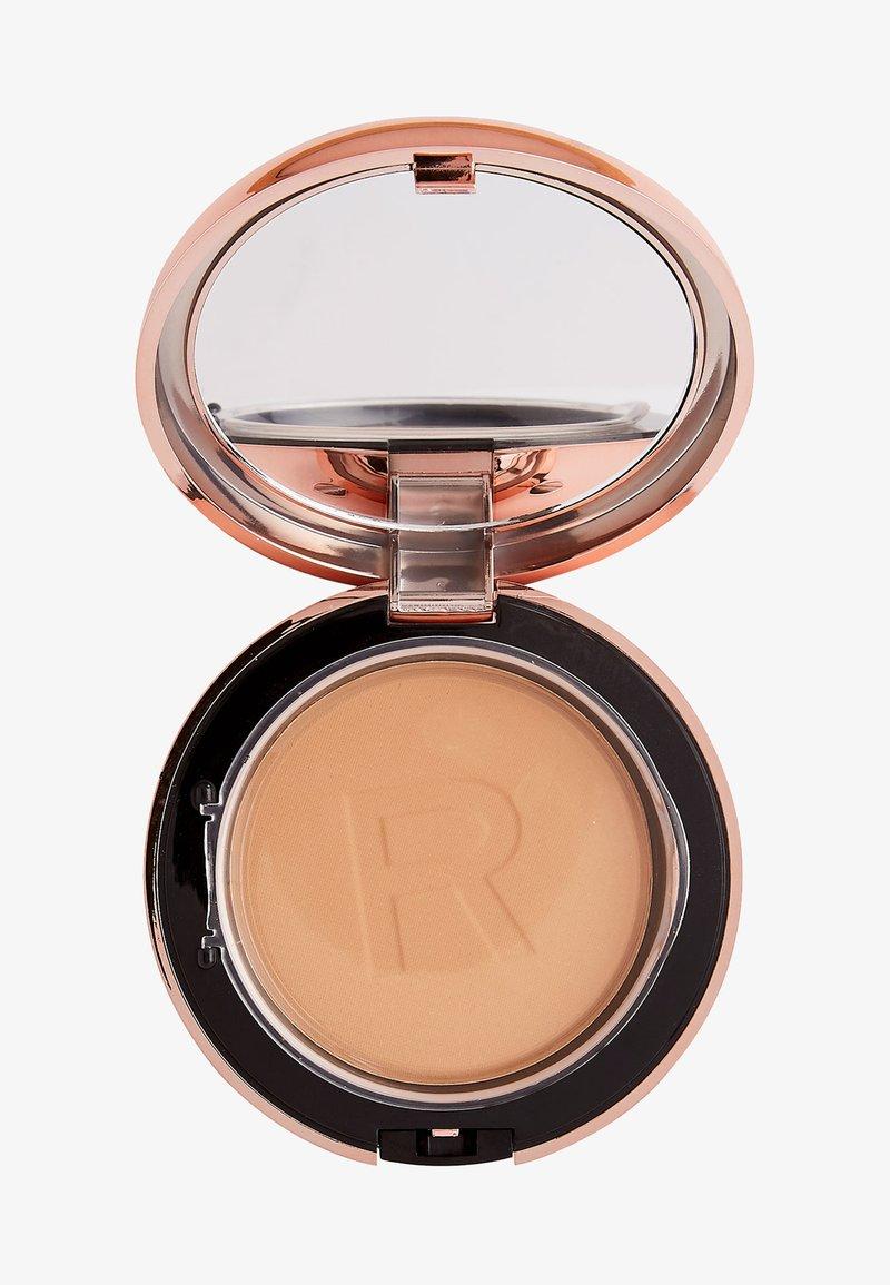 Makeup Revolution - CONCEAL & DEFINE POWDER FOUNDATION - Foundation - p11.2