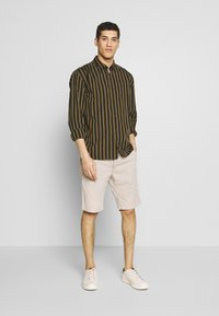 Baldessarini - JOERG - Shorts - beige - 1