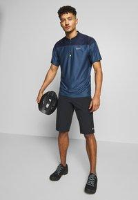 Gore Wear - ZIP TRIKOT - Print T-shirt - deep water blue/orbit blue - 1