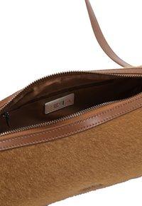 IZIA - Across body bag - camel - 5