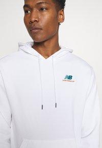 New Balance - ESSENTIALS EMBROIDERED HOODIE - Sweatshirt - white - 4