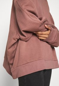 Weekday - HUGE CROPPED - Sweatshirt - brown/purple - 5
