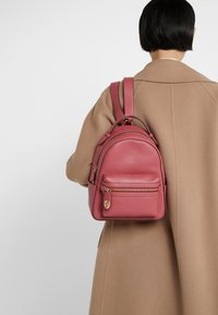 Coach - CAMPUS BACKPACK - Reppu - dusty pink