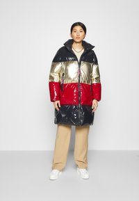 Tommy Hilfiger - COLORBLOCK MAXI - Down coat - desert sky/gold/arizona red - 1