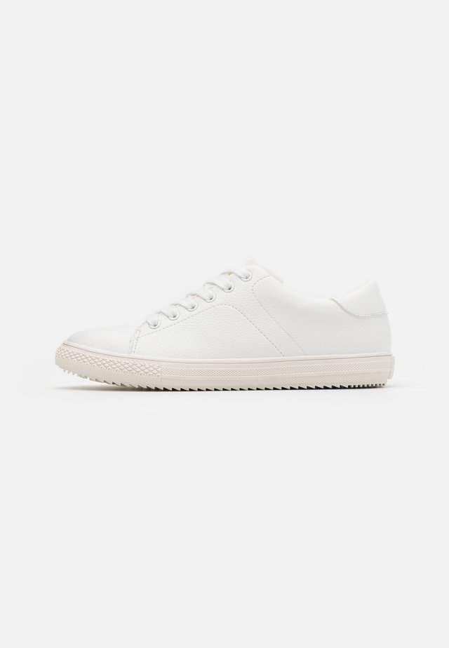 BASIC TENNIS TRAINERS - Sneakers laag - white