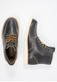 Eastland - LUMBER UP - Lace-up ankle boots - navy - 1