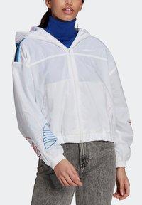 adidas Originals - ADICOLOR TRICOLOR  - Windbreaker - white - 3