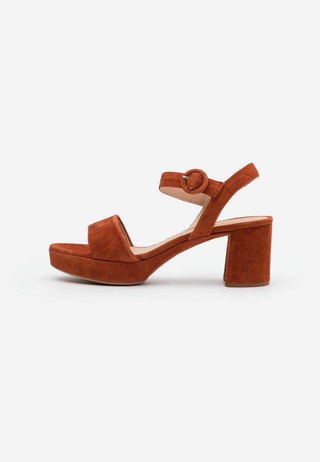 NENES - Sandalias con plataforma - sienna