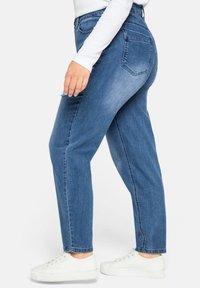 Sheego - Jeans baggy - blue denim - 3