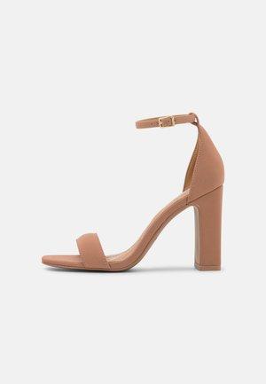 VEGAN KLOE - Korolliset sandaalit - beige