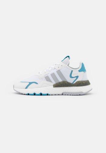 NITE JOGGER - Zapatillas - footwear white/grey two/hazy blue