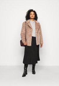 Dorothy Perkins Curve - SHORT WIGGLE - Winter jacket - mink - 1