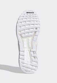 adidas by Stella McCartney - Neutrální běžecké boty - white - 5