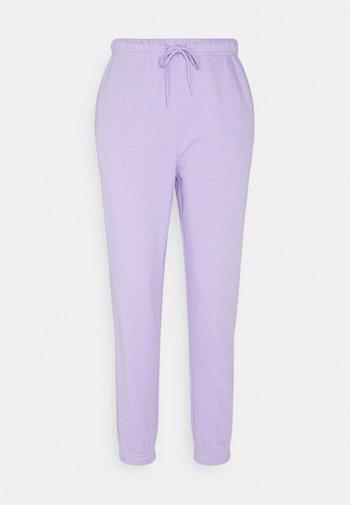 PCCHILLI PANTS - Tracksuit bottoms - lavendar