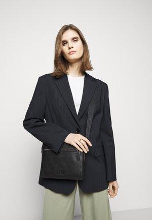METROPOLITAN SOFT CAMERA BAG UNISEX - Across body bag - black