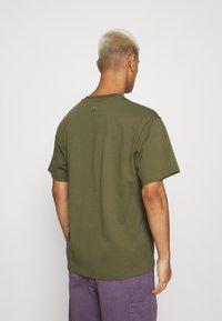 adidas Originals - BASICS UNISEX - Basic T-shirt - olive - 2