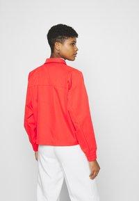 Nike Sportswear - Lett jakke - light crimson - 2