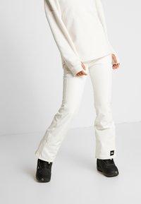 O'Neill - BLESSED PANTS - Ski- & snowboardbukser - powder white - 0