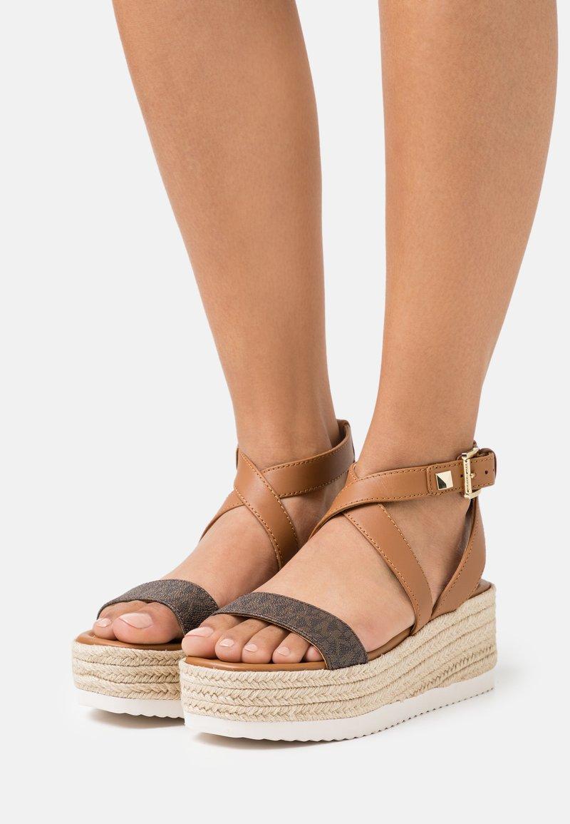 MICHAEL Michael Kors - LOWRY WEDGE - Platform sandals - brown
