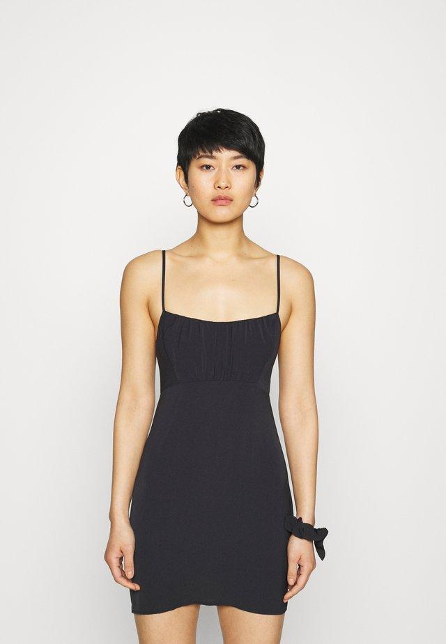CHASE RUCHED SHORT SLIP DRESS SET - Etui-jurk - black