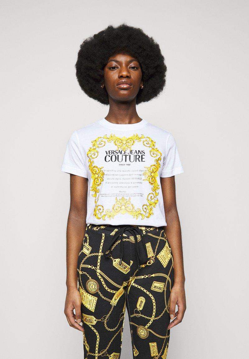 Versace Jeans Couture - LADY  - Triko spotiskem - optical white