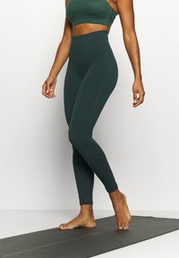 Nike Performance - SEAMLESS 7/8 - Tights - pro green - 0