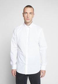 Only & Sons - ONSSANE SOLID POPLIN - Skjorter - white - 0