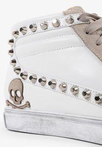 Scalpers - STUDS  - Sneakersy niskie - off white/beige - 6