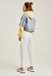 Levi's® - PLEATED BALLOON - Jeans baggy - white