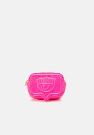 RANGE EYELIKE POCKET - Bum bag - fluorescent pink