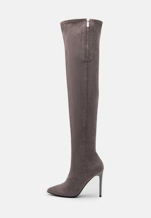 High heeled boots - grey