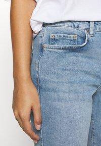 Pieces Petite - PCANE KICK - Flared jeans - light blue denim - 3