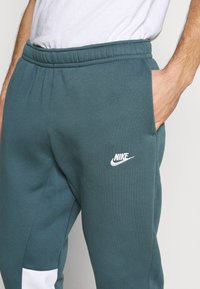 Nike Sportswear - SUIT SET - Tuta - ash green/white - 6